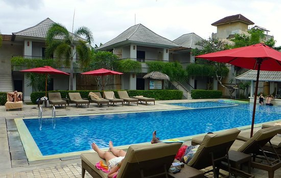 Dewi Sri Hotel: Pool area