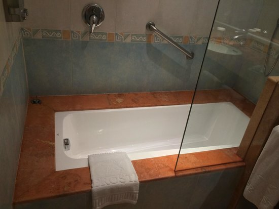 Iberostar Paraiso Lindo: Very Clean Tub