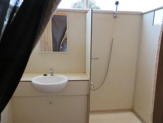 Karijini Eco Retreat : Bathroom
