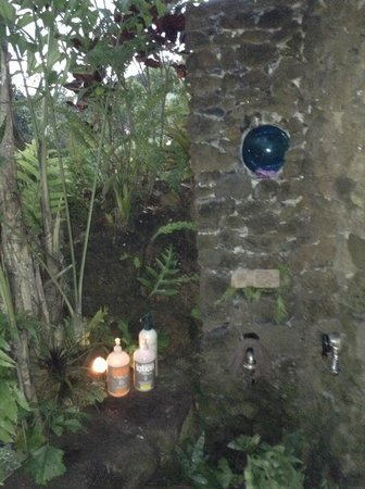 The Palmwood: west room outdoor shower