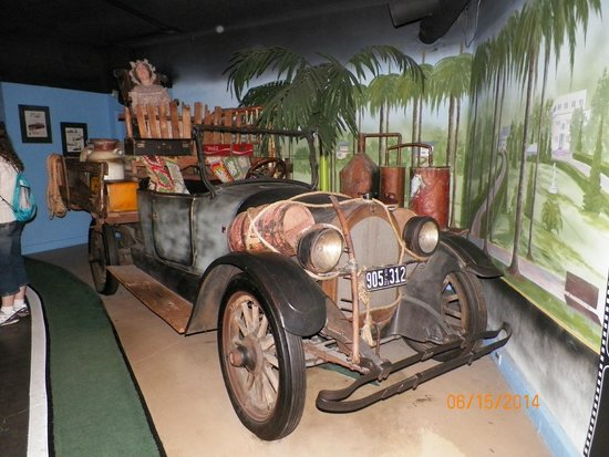 Hollywood Star Cars Museum: Beverly Hillbillies