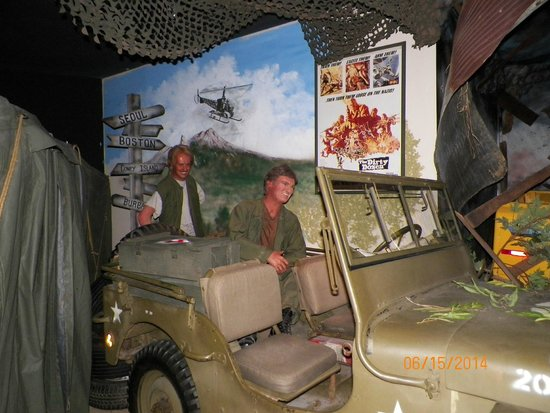 Hollywood Star Cars Museum: M*A*S*H*