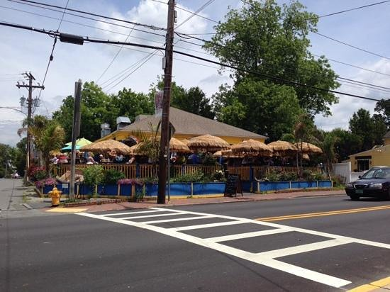 Marcoritaville Tiki Bar & American Grille : Outside looking towards the restaurant.