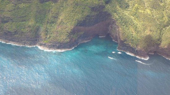 Air Ventures Hawaii: Sea cave on the Napali Coast
