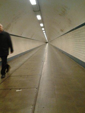 Sint Annatunnel: Vista de dentro do túnel..