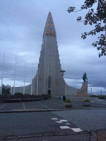Hotel Leifur Eiriksson: Across the street