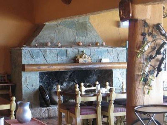 Posada Barrancas Mirador: Between the bar and the dining room
