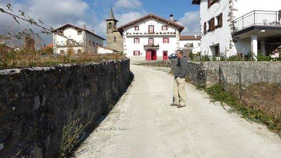 Bizkarreta-Gerendiain, Espanha: Strolling the town