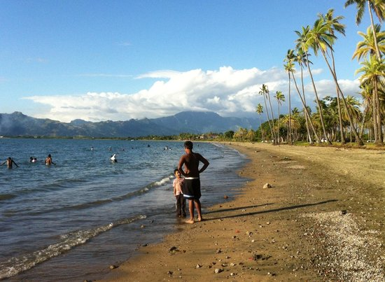 Nadi Bay Resort Hotel: Hey, the beach is only a ten minute walk