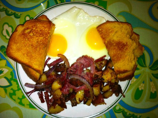 Starlight Cafe: Hash & Eggs - Homemade all the way