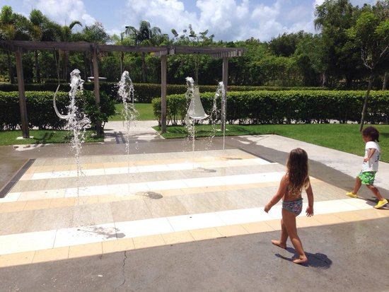 Four Seasons Resort and Residences Anguilla: Kids club water jet fountains.