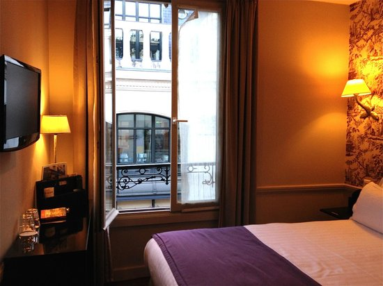 Hotel Gramont Opera Paris : Our room in Paris