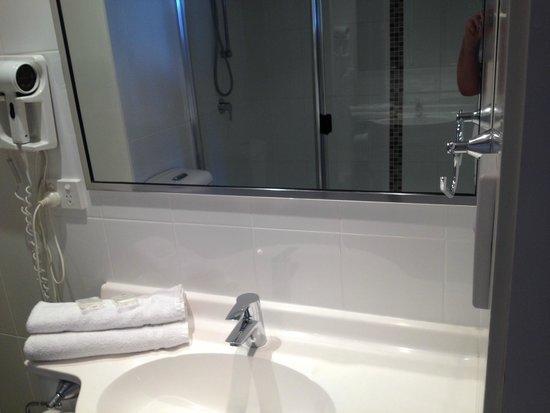 Ocean Royale: Bathroom