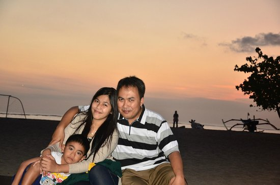 Holiday Inn Resort Baruna Bali: sunset di pantai hotel holiday inn