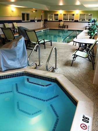 Hampton Inn Ellsworth / Bar Harbor: Indoor pool and hot tub