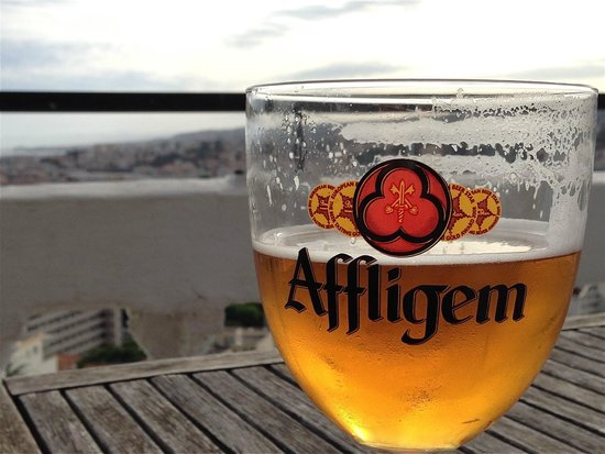 Le Panoramic: Tasty beer with Nice in the background