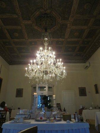 Palazzo Magnani Feroni: Breakfast dining room