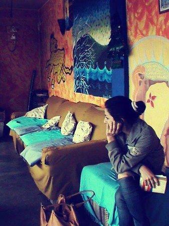 Hostel Qhia : Terraza, zona de lectura, Terraza, música, diálogo, ajedrez, chimenea.