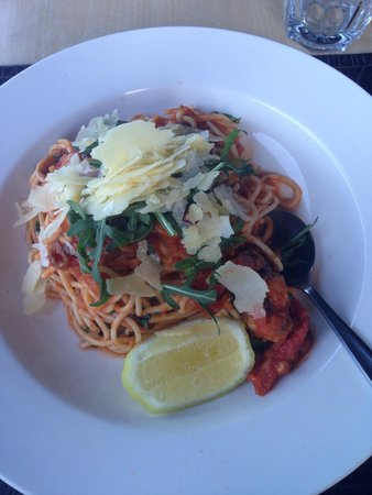 Dundee's Restaurant on the Waterfront: Tiger prawn spaghettini