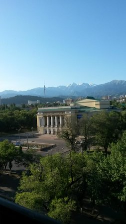 Almaty Hotel : вид из окна на театр
