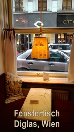 Café Diglas: Fenstertisch