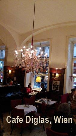 Café Diglas: Dekoration