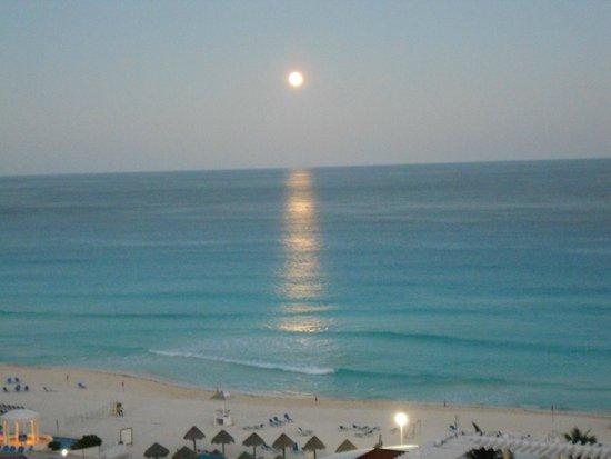Sandos Cancun Luxury Resort: coucher du soleil de notre chambre