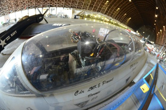 Tillamook Air Museum: F-14A cockpit in blimp hanger