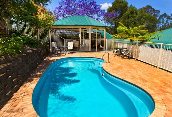 Golf Club Motor Inn: Relax around the pool
