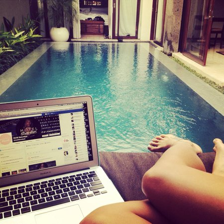 Seminyak Icon: Working from the villa, laptop worked fine on wifi. Phone not so much.