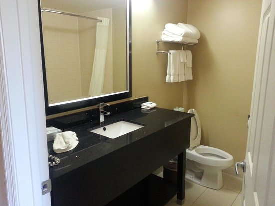 Stadium Inn: new bathroom counters