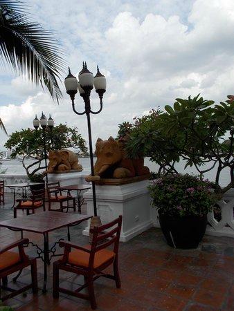 Anantara Riverside Bangkok Resort: pierside