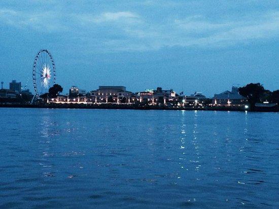 Anantara Riverside Bangkok Resort: asiatique