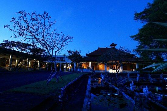 Nusa Dua Beach Hotel & Spa : Early morning