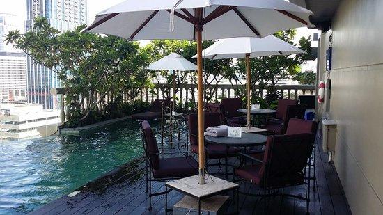 Hotel Muse Bangkok Langsuan, MGallery Collection: pool area.