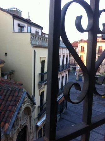 Hostal Plaza Mayor: vue de la chambre 35 au petit matin
