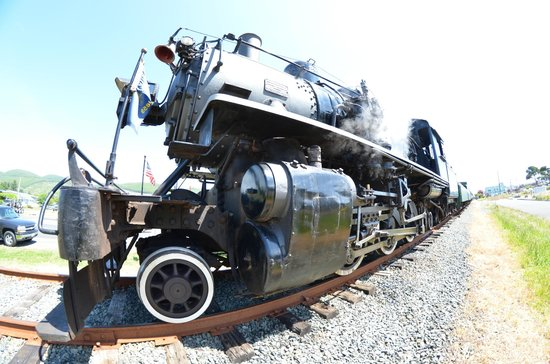 Oregon Coast Scenic Railroad: Locomotive
