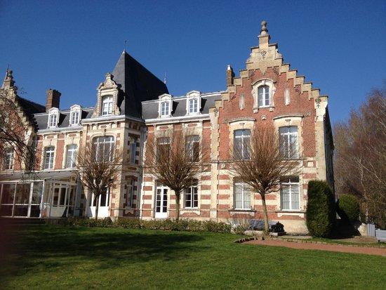 Hotel Chateau Tilques: le chateau façade arrière