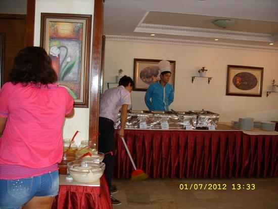 Sun Maris City Hotel: столовая