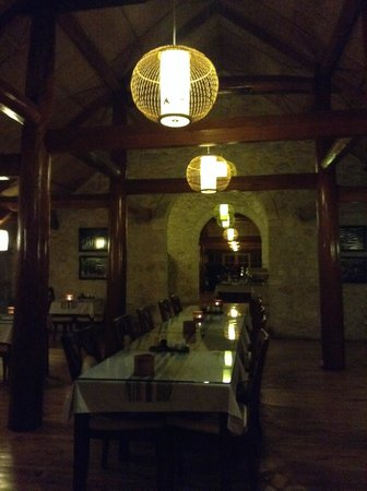 Topas Ecolodge: View of restaurant