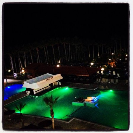 Cavo Maris Beach Hotel: Cavo Maris. Pool. Night view