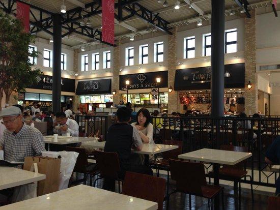 Kobe-Sanda Premium Outlets: Food Court