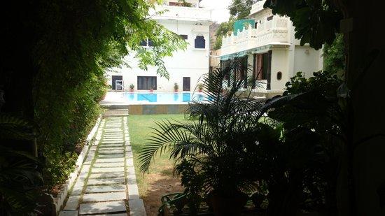 Hotel Mahendra Prakash: 中庭