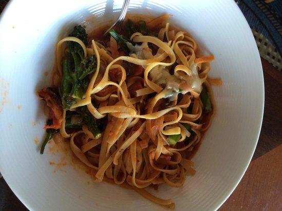 Hyatt Regency Cambridge, Overlooking Boston: Спагетти в ресторане отеля - огромная порция человека на 3-4. Отвратительно невкусно:(