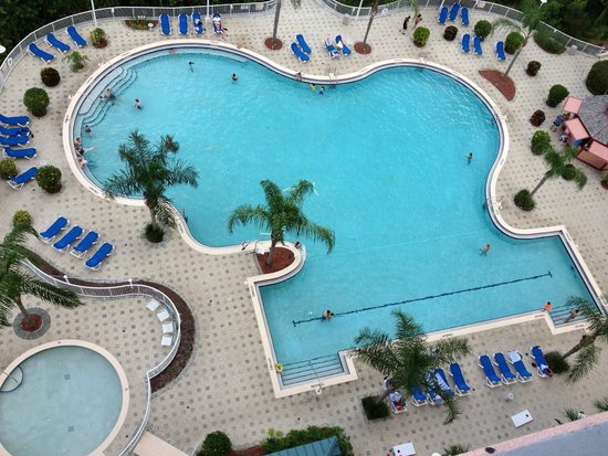 Blue Heron Beach Resort: Pool from 8th floor