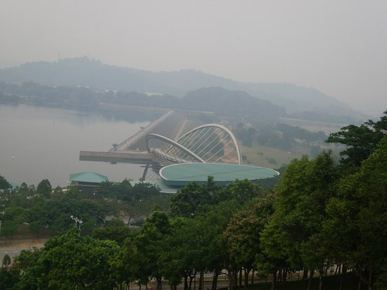 Le pont de Putrajaya : nice bridges