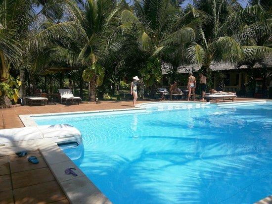 Thai Hoa Resort: Бассейн