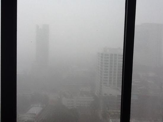 Pantip Suites Sathorn: view from 26 floor rainy day