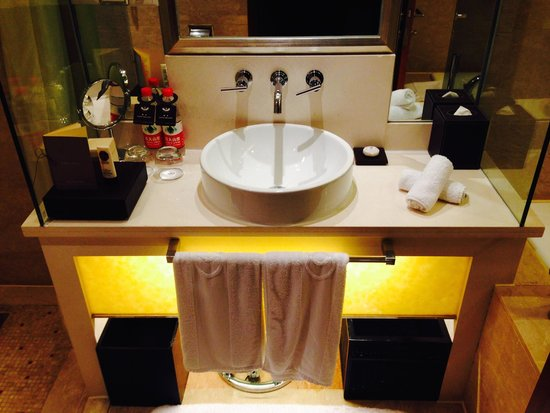Sofitel Xian on Renmin Square: bedroom ensuite (suite 5326)
