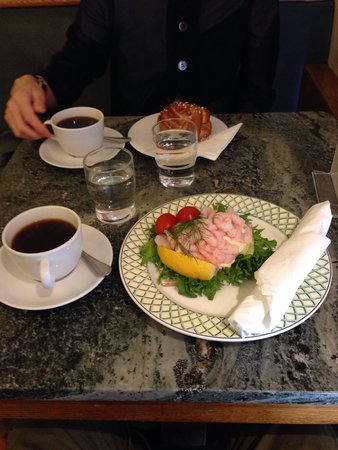 Ekberg: 海老のオープンサンド美味い‼︎